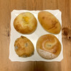すずの木ベーカリー - 料理写真:左上:ゴーダチーズ ¥250- (税込) 右下:オレンジピールベーグル ¥300- (税込) 左下:ぶどうパン ¥200- (税込) 右上:ビーフカレーパン ¥260- (税込)