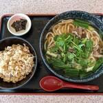 かすみ亭 - 料理写真:肉うどん 750円