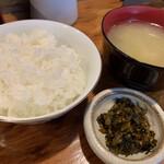 博多ん肴屋 五六桜 - ランチのご飯、味噌汁、漬物