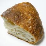 boulangerie dodo - 米粉のペイザン(ハーフ)(カット後)