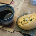 HAYAKIKAZE cafe - 料理写真:タマゴコッペパン、コーヒー
