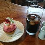 マチルダ - 料理写真:今週のケーキセット(ラズベリータルト+アイスコーヒー)