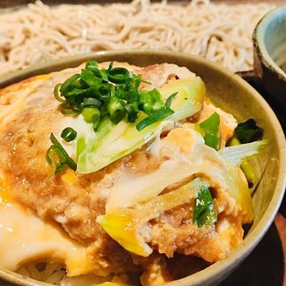 ランチ限定‼︎選べる丼と蕎麦のセットメニュー♪