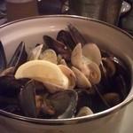 フリゴ - ムール貝とハマグリの白ワイン蒸し ラージ