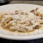 151449535 - 炭トキドキ薪 ミートスパゲッティ                       茹でたてのスパゲットーニは太さが2.4mmと通常パスタの1.5倍、麺のモチモチ感が半端ない!                       デミソースがパルミジャーノとハンバーグの脂と合わさり、凄く濃厚な味わい、