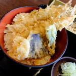 Tsukijiuemura - 犬神松子 (高峰 三枝子)