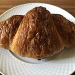 ブーランジェリーメゾンノブ - 料理写真:クロワッサン 330円