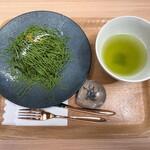 日本茶喫茶 茶縁 - 抹茶のモンブラン 2000円(税込) set drink 煎茶(緑)hot お口休め 塩昆布