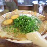博多ラーメン ばりこて - 料理写真:全部入り=1160円