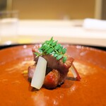 日本料理 研野 - 料理写真:チャーシューは八丁味噌を使って、手前に島らっきょうを置く。味わいは研野流。