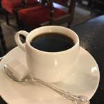 151464231 - ホットコーヒー。ミルク入り、ブラックか選べます。