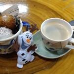 藝術喫茶 清水温泉 - ドリンク写真:白方ドーナツ(380円) ホットコーヒー(450円)