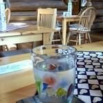 遊森歩 - お水のグラスやコーヒーのカップもお洒落です