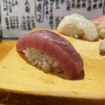 天史朗寿司 - 鰹 分厚いながらもしっとり馴染み柚子が香ります。