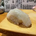 天史朗寿司 - スルメイカ もったりした食感にシャリが一体化していきます。