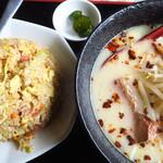 台湾料理 香林坊 - 料理写真:豚辛ラーメン&炒飯