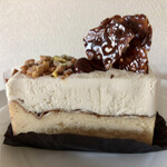 151491584 - 2層のチーズケーキ