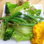 カフェ ナトゥーラ - サラダ2皿目。