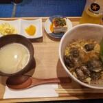 炭と蕎麦と釜めし はら田 - 炭焼親子丼定食1000円。
