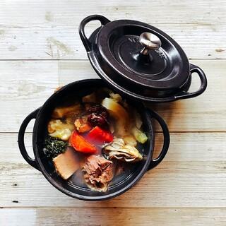 当店のおすすめ鍋料理「パエリア」と「薬膳ポトフ」はリピ確実!