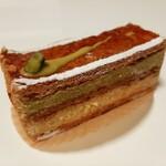 151530671 - ピスタチオとバニラ、2種類のクリームをサンド♪ピスタチオ好き垂涎のミルフィーユ・ピスタ―シュ480円