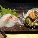 焔蔵 - 庄内産ヒラメの刺身とサザエの刺身