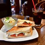 自家焙煎珈琲庵 - サンドイッチセット@税込890円:コーヒーをアイスにすると+50円。通常は税込840円です。