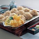 館乃総本店 - 季節の野菜天ぷら付板そば! 当店一押し!!1.8人前のボリュームです♪