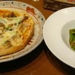 伊晃庵 - サルシッチャとアスパラのピッツァと万願寺唐辛子のソテー