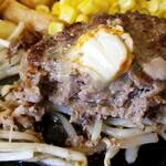 151550453 - ステーキの食感とハンバーグの旨味