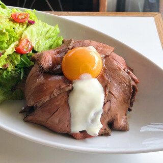 Lilycafeに来たらコレ。絶品ローストビーフ丼◎