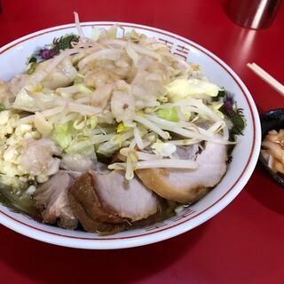 ラーメン二郎  - 料理写真:ラーメン800円+タマチ50円