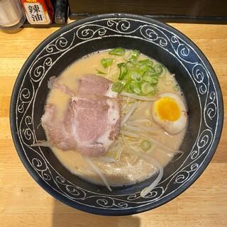 ひできよラーメン - 料理写真:とんこつ醤油 770円