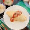 ミカド - 料理写真:エビマヨオムライス(ランチタイムは味噌汁、サラダ、ドリンク付き)