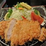 天道 - サラダも綺麗。肉も厚い!