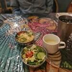 インド・ネパール料理 ナラヤニ - 料理写真:ランチはサラダ・スープ付