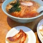 中華珍満 - ラーメン+餃子2個('12.4訪問時)