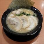 横浜家系ラーメン こめよし家 - 料理写真:チャーシューメン  醤油  ( うずらトッピング )
