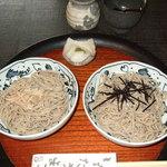 花背そば 花竹庵 - 山椒蕎麦。大根おろしに山椒がふりかけてある。
