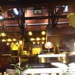 珈琲館 くすの樹 - 山小屋風の天井が高い店内