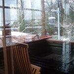 オープンカフェ はぴねす - 冬は庭の雪景色を見ながら温泉コーヒで温まりましょう