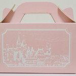 北浜レトロ - ピンク色で可愛らしいケーキボックス