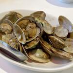 台湾料理故宮 - 炒蛤蜊(ツァーガァーリー) アサリをバジルとピリ辛に炒めたもの、シジミがこの日は無かったのでアサリにしましたが、ニンニクと葱が効いた味付けが良く美味しいです♪