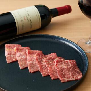 全100種類に及ぶワインや焼酎、日本酒などお楽しみ頂けます