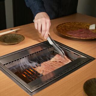 お肉はお好みに合わせて焼き師がサポート致します