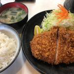まるやま食堂 - 極上ロースかつ定食 1600円(税込)