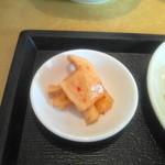 咸亨酒店 - テーブルに備え付けられている大根の甘辛漬け物です