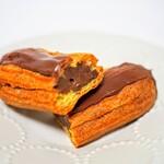 151623371 - チョコレートのエクレア399円