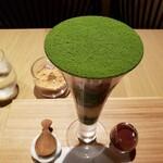 吉祥菓寮 - 美しい抹茶。壊すのがもったいない…