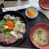 海鮮丸 - 料理写真:2種類の海鮮丼、カンパチ、鯵